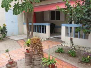 Cute one bdrm apt across from the beach in Olon - Santa Elena Province vacation rentals