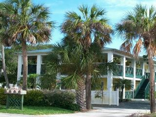 Pineapple Manor  -  Vacation Apartment