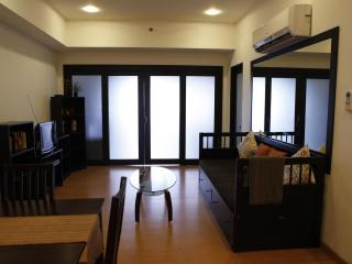 Elizabeth Place Salcedo Condo with WIFI & CABLE TV - Makati vacation rentals