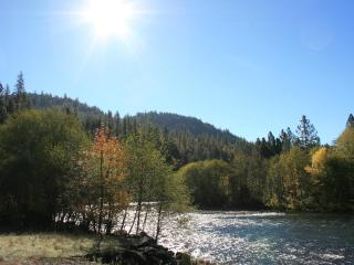 Rogue River Escape - Shady Cove vacation rentals