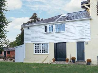THE GARDEN FLAT AT HOLBECKS HOUSE, pet-friendly, large garden, in Hadleigh, Ref 23722 - Hadleigh vacation rentals