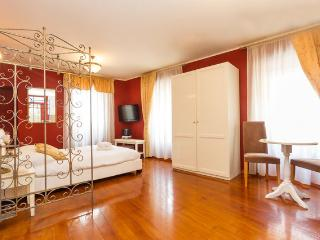 VILLA OLIVIA Luxury Old Town Red studio - Split vacation rentals