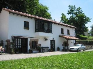 Rural House in centre of historic Puente Viesgo - Puente Viesgo vacation rentals