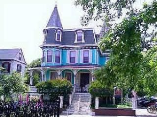 """""""Pied-a-Terre"""" Beach Block and In Town. 2BD/1BA 100127 - Image 1 - Cape May - rentals"""