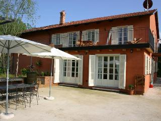 LA TERRAZZA II - FARMSTEAD IN ROERO ( Pool at Exclusive Country Club) - Canale vacation rentals