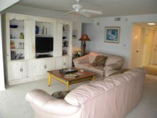 Mariner Pointe #131 Sat to Sat Rental - Sanibel Island vacation rentals