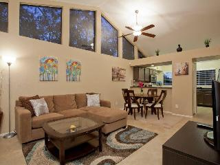Gorgeous Chandler 2/2 with Garage, Yard, King bed - Sunnyvale vacation rentals