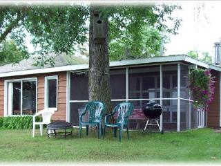 Cabin 2 Lake front, 3 Bedroom, Screened in patio - Hines vacation rentals