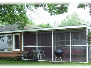 Cabin 1 ~Lakefront 2 bedroom screened in patio - Hines vacation rentals