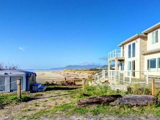 Rockaway Beach Villa - sleeps 25 - Rockaway Beach vacation rentals