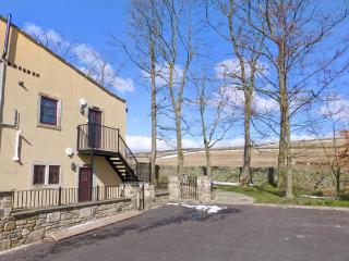 THE HEIGHTS, pet-friendly, off road parking, communal gardens, in Haworth, Ref 16729 - West Yorkshire vacation rentals