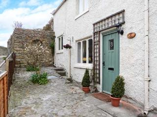 CHAPEL COTTAGE, open fire, pet-friendly, in Richmond, Ref 18726 - Surrey vacation rentals