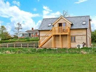 RHIASTYN BARN, lovely views, romantic accommodation, en-suite wet room, near Bishops Castle, Ref 22285 - Shropshire vacation rentals