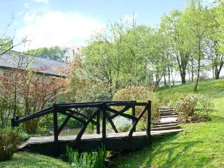 LINTON, pet-friendly, off road parking, communal gardens, in Haworth, Ref 6413 - Yorkshire vacation rentals