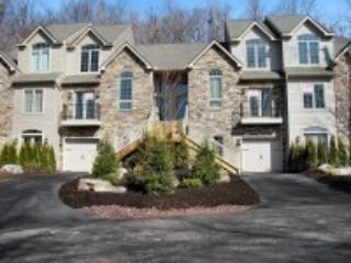 422 Laurelwoods~At Big Boulder Lake & Ski Area~ - Image 1 - Lake Harmony - rentals