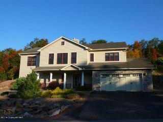 424 Laurelwoods~~3 Bedroom, 3 Bath Sleeps 10-12 - Lake Harmony vacation rentals