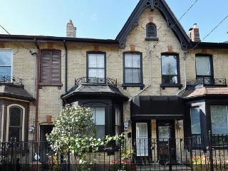 Luxury Victorian Townhouse in Downtown Toronto - Toronto vacation rentals