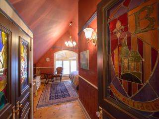 The Baroque House - Minutes from Wineries! - Niagara-on-the-Lake vacation rentals