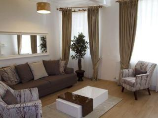TAKSIM BOMONTI VIP GROUND APARTMENT - 3 bedroom - Istanbul vacation rentals