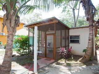 Cinnamon Cottage CINNAMON - Bay Islands Honduras vacation rentals