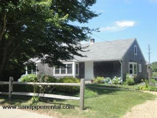 #7746 Lovely renovated home w/ large yard & A/C - Weston vacation rentals