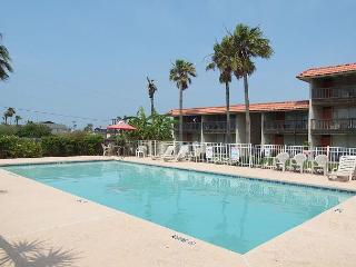 2 bedroom, 2 bath condo with community pool! - Port Aransas vacation rentals