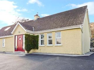 SEA HAVEN, family and pet friendly, oil stove, off road parking, garden, in Kinvara, Ref 24714 - Kinvara vacation rentals