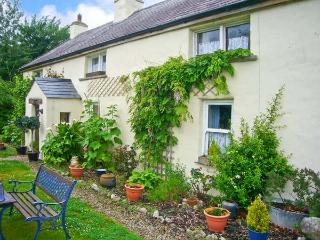 COURT COTTAGE, solid fuel stove, off road parking, enclosed garden, near Adare, Ref 9000 - County Limerick vacation rentals