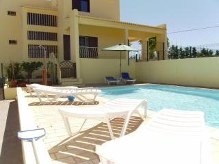 Villa for big families with WIFI and Air con. - Albufeira vacation rentals