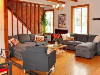 Charming 4 BR cottage near OLD MONTREAL w/ garden! - Montreal vacation rentals