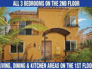 Fabulous stand alone home with great views from private rooftop deck! - San Diego vacation rentals
