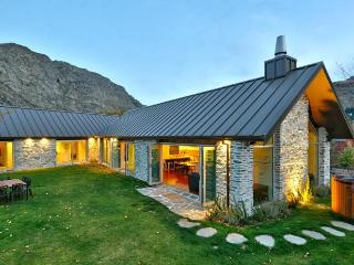 Gucci House - Simply Stunning - New Zealand vacation rentals