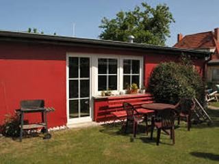 Vacation Bungalow in Stralsund - tranquil, ideal, near the beach (# 3860) - Stralsund vacation rentals