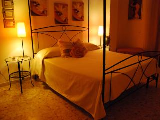 Large apt, sleep up to 10, 4 bedrooms in Rome. - Rome vacation rentals