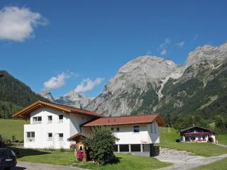 Apartment Tennengebirge -modern with mountain view - Saint Martin am Tennengebirge vacation rentals