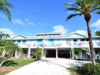 Old Man and the Sea Inn 2BR- 1 marlin to the sand! - Siesta Key vacation rentals