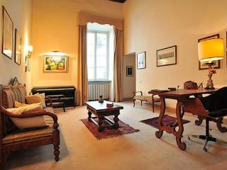 Trinita bridge  charming apartment near Old Bridge - Florence vacation rentals