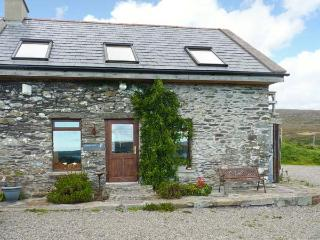 MOULNASKEHA, multi-fuel stove, open plan living, views to Mizen Head in Ahakista, Ref 22050 - County Cork vacation rentals