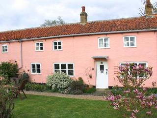 ARCH COTTAGE beautiful communal garden, woodburning stove, touring base in Cambridge Ref 24197 - Cambridgeshire vacation rentals