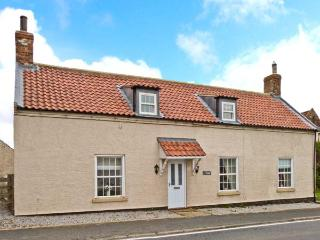 VILLAGE FARM, pet-friendly, character cottage, ideal for coast and countryside, Seaton, Hornsea Ref 24802 - Hornsea vacation rentals