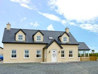 THE LOOKOUT open fire, coastal views, off road parking, near Skibbereen Ref. 25627 - Skibbereen vacation rentals
