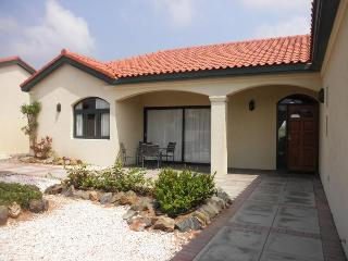 Mesa Vista 53 - Oranjestad vacation rentals