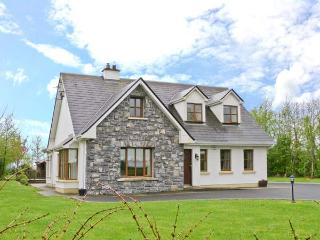 COIS CHLAIR, pets welcome, multi-fuel stove, en-suite facilities, near Ardrahan and Gort, Ref. 25884 - Gort vacation rentals