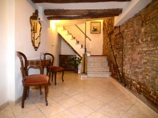 ID 423 Independent 3br duplex apartment in Venice - Venice vacation rentals