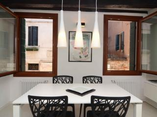 ID 2723 Renovated 2bdr apt - 5 min to S. Marco - Veneto - Venice vacation rentals