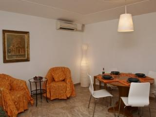 ID 1730 Airy and sunny 2 br apartment in Venice - Venice vacation rentals