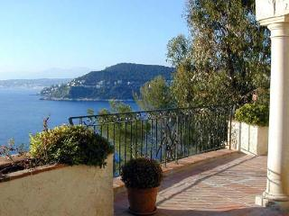 Ocean view, built into a rock face. AZR 217 - Théoule sur Mer vacation rentals