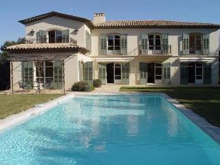15 minute walk from Mougins with cream interior with modern furniture. AZR 043 - Cannes vacation rentals