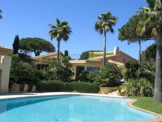 300 meters from the beach. AZR 321 - Le Plan-du-Var vacation rentals