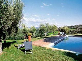 Just over an hour from Rome by car or train, immersed in the greenery of the Umbrian countryside, this villa is a delightful sto - Umbria vacation rentals